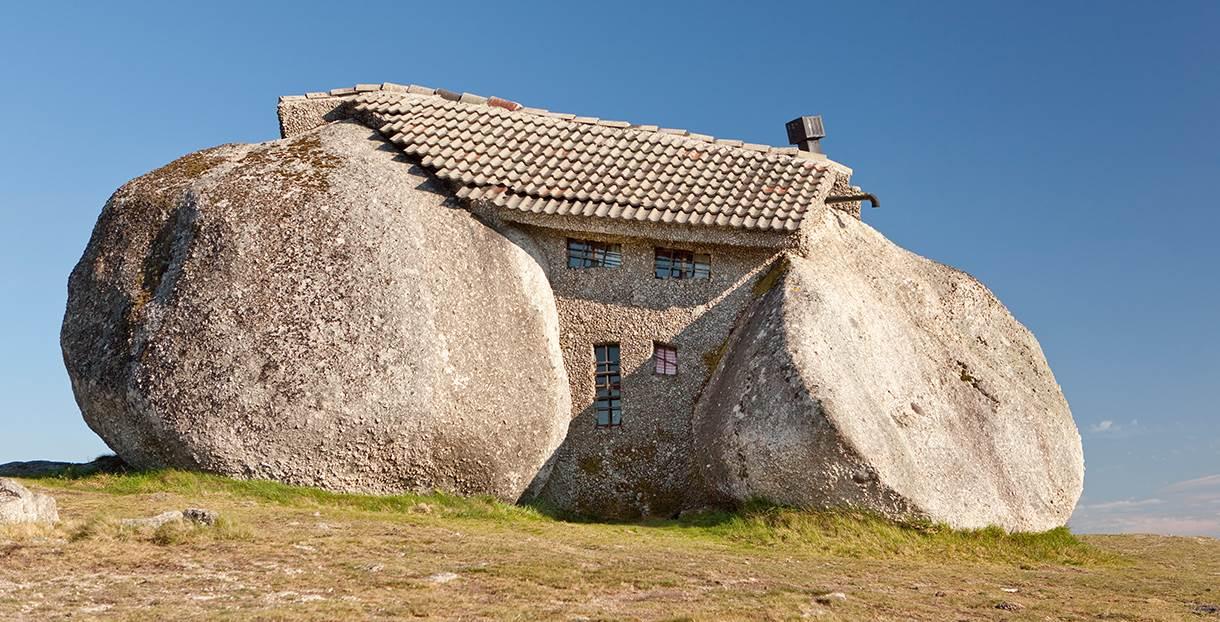 Casa de pedra portugal contrução bizarra